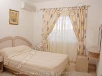 apartment_orchidee_mauritius_double_bedroom_view.jpg