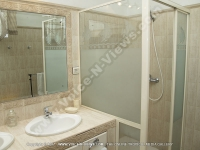 beach_villa_diane_1_mauritius_bathroom_view.jpg