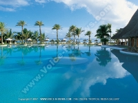 beau_rivage_hotel_maritius_swimming_pool_view.jpg