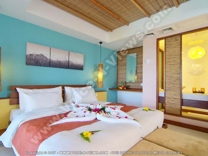 http://voice-n-views.com/albums/hotel_and_resort_mauritius/3_star_hotel_laguna_beach_hotel_and_spa_mauritius/laguna_beach_hotel_and_spa_mauritius_bedroom_set_up_for_honeymoon.jpg