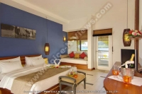 laguna_beach_hotel_and_spa_mauritius_double_bedroom_with_terrace_and_champagne.jpg