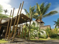 laguna_beach_hotel_and_spa_mauritius_main_entrance.jpg