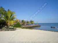 laguna_beach_hotel_mauritius_lagoon_and_beach_view.JPG