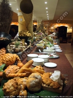 3_star_hotel_le_preskil_hotel_food_display.jpg