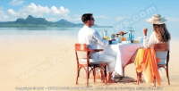 preskil_beach_resirt_mauririus_couple_having_lunch_on_the_beach.jpg