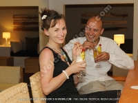 le_recif_hotel_mauritius_couple_having_exotic_cocktail_at_the_bar.jpg
