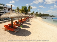 le_recif_hotel_mauritius_couple_relaxing_on_sun_bed_at_the_beach.jpg