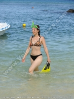 le_recif_hotel_mauritius_young_and_beautiful_lady_going_for_snorkeling.jpg
