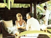 les_pavillons_hotel_mauritius_couple_having_champagne.jpg