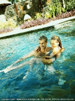 les_pavillons_hotel_mauritius_couple_holding_each_other_in_the_pool.jpg