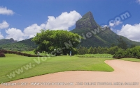 tamarina_golf_spa_and_beach_club_mauritius_golfers_on_the_green.jpg