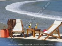 tamarina_golf_spa_and_beach_club_mauritius_sunbed_and_cocktails_on_the_beach.jpg