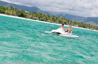 pearle_beach_hotel_mauritius_couple_in_paddle_boat.jpg