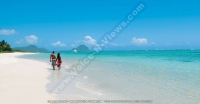 pearle_beach_hotel_mauritius_couple_walking_on_the_beach.jpg