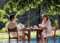 le_canonnier_hotel_mauritius_couple_at_tea_time.jpg