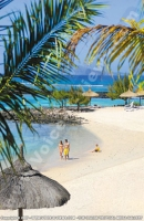 le_canonnier_hotel_mauritius_couple_on_the_beach.jpg