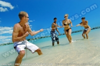 le_mauricia_hotel_mauritius_guests_having_fun_at_the_beach.jpg