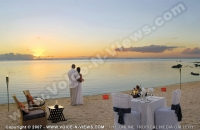 le_victoria_hotel_mauritius_just_married_couple_and_sunset_view.jpg