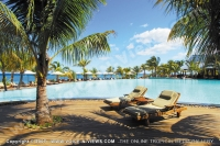 le_victoria_hotel_mauritius_sun_bed_and_swimming_pool_view.jpg