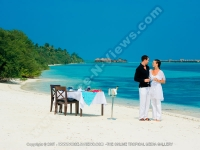 diva_maldives_hotel_maldives_couple_having_champagne_on_the_beach.jpg