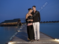 diva_maldives_hotel_maldives_couple_on_the_jetty_at_night.jpg