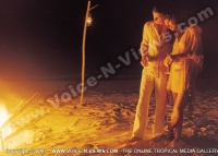 kanuhura_resort_maldives_couple_having_champagne_at_the_beach.jpg