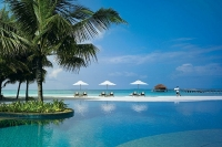 kanuhura_resort_maldives_swimming_pool_view.jpg