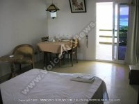 apartment_cilaos_mauritius_bedroom_view.jpg