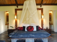 general_of_a_king_size_bedroom_of_premium_mountain_chalets_chamarel_mauritius_ref_159.JPG