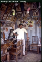 old_time_barber_salon_mauritius_year_1977.jpg