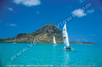 paradis_hotel_mauritius_hobie_cat_and_mountain_view.jpg