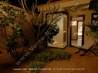 side_view_of_the_outdoor_sona_premium_villa_pereybere_mauritius_ref_16_twins_room.JPG