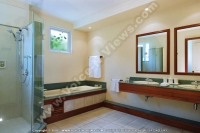 shandrani_resort_and_spa_hotel_mauritius_family_suite_bathroom.jpg