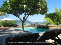 villa_black_river_mauritius_sunbeds_pool_and_sun_deck.JPG