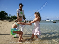 tamassa_hotel_mauritius_kids_having_fun_at_the_beach.jpg