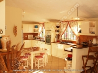 beach_villa_bernard_mauritius_kitchen_view.jpg