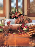 honeymoon_maritim_hotel_mauritius_couple_in_jaccuzi.jpg