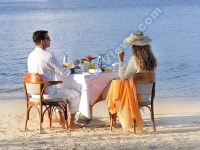 le_telfair_golf_and_spa_resort_mauritius_couple_having_breafast_on_the_beach.jpg