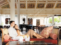 le_telfair_golf_and_spa_resort_mauritius_couple_in_cavendish_bar.jpg