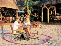 maritim_hotel_mauritius_couple_having_dinner_on_the_beach.jpg