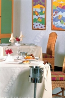 3_star_calodyne_sur_mer_hotel_restaurant_table.jpg