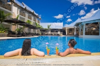 pearle_beach_hotel_mauritius_two_ladies_having_cocktails_in_the_swimming_pool.jpg