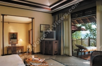 sainte_anne_resort_seychelles_villa_royale_bedroom_and_balcony_view.jpg